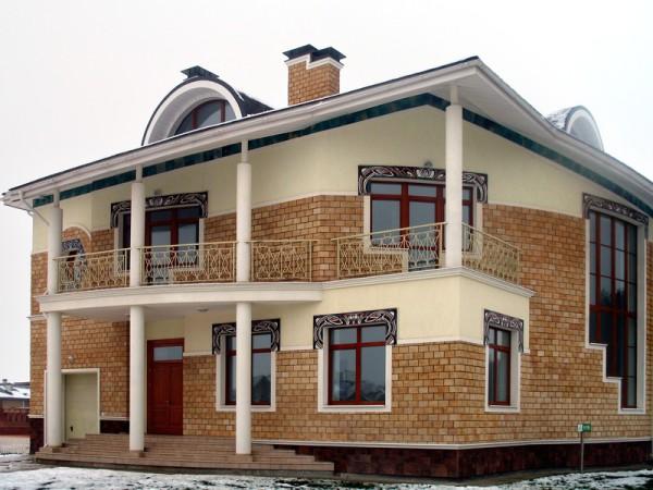 Дом с наличниками