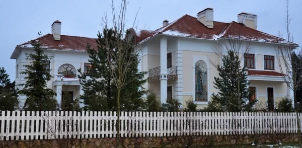 Дом с павлинами